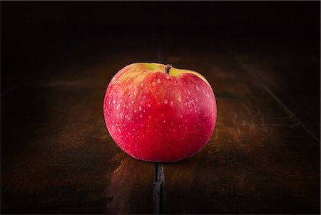 red - Still life of red apple on rustic wooden table Stock Photo - Premium Royalty-Free, Code: 649-07280924