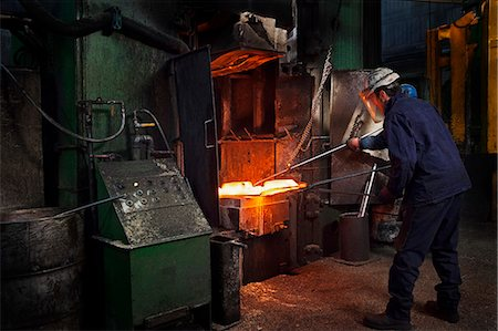 Flight bar (mining component) having been forged in big hammer, is levered off the counterblow hammer, in order to move to clipping press Stock Photo - Premium Royalty-Free, Code: 649-07436880