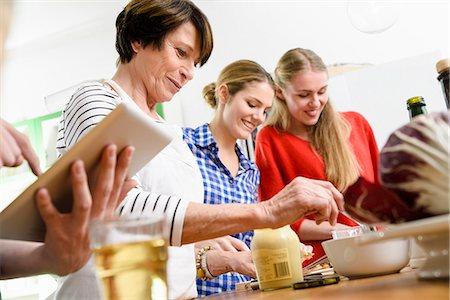 Mother and daughters preparing food Stock Photo - Premium Royalty-Free, Code: 649-07436926