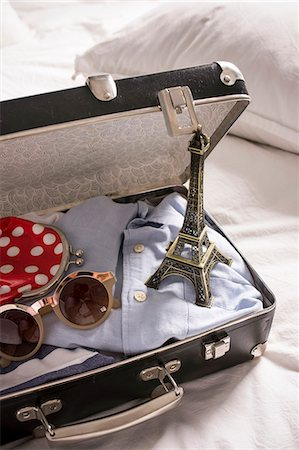 remembered - Open suitcase on bed with eiffel tower souvenir and sunglasses Stock Photo - Premium Royalty-Free, Code: 649-07437019