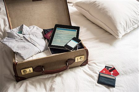 remembered - Open suitcase on bed with digital tablet and mobile phone Stock Photo - Premium Royalty-Free, Code: 649-07437012