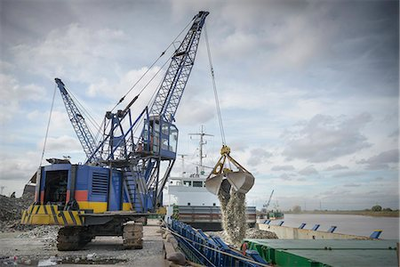release - Crane loading recycled glass onto ships Stock Photo - Premium Royalty-Free, Code: 649-07437251
