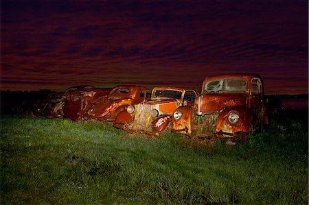 Vintage cars abandoned in scrap yard Stock Photo - Premium Royalty-Free, Code: 649-07437388