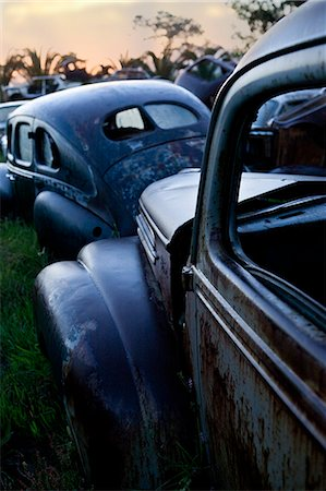 Vintage cars abandoned in scrap yard Stock Photo - Premium Royalty-Free, Code: 649-07437389