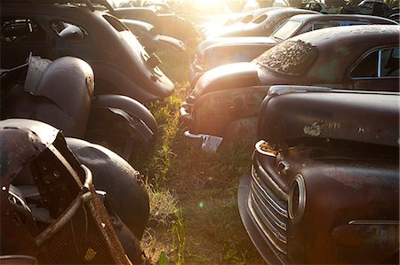 Vintage cars abandoned in scrap yard Stock Photo - Premium Royalty-Free, Code: 649-07437395