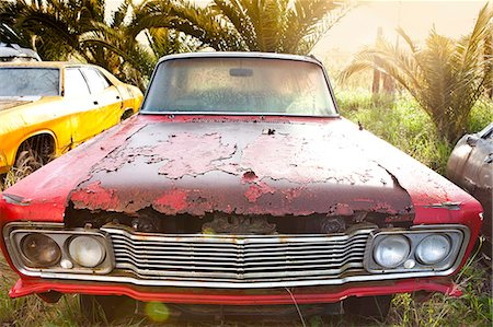 Front view of vintage car in scrap yard Stock Photo - Premium Royalty-Free, Code: 649-07437397