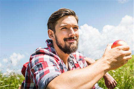 portrait looking away - Man holding apple Stock Photo - Premium Royalty-Free, Code: 649-07437551