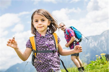 diversión - Portrait of girl with father in background, Tyrol, Austria Foto de stock - Sin royalties Premium, Código: 649-07437563