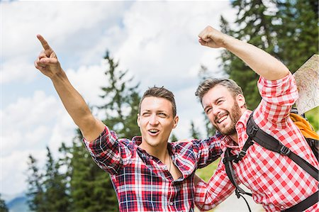 friendship - Two male friends pointing and cheering Stock Photo - Premium Royalty-Free, Code: 649-07437577