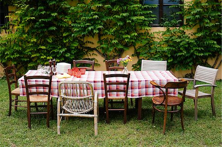 Table and chairs in garden ready for family meal Stock Photo - Premium Royalty-Free, Code: 649-07437651