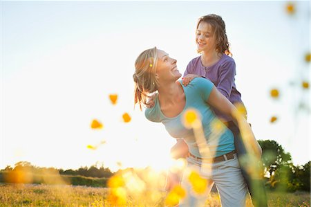 Mother giving piggy back Stock Photo - Premium Royalty-Free, Code: 649-07437903