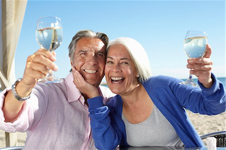 Couple enjoying wine by seaside Stock Photo - Premium Royalty-Free, Code: 649-07520167
