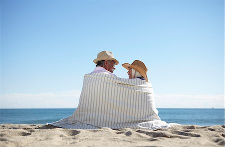 Couple wearing straw hats on beach Stock Photo - Premium Royalty-Free, Code: 649-07520161