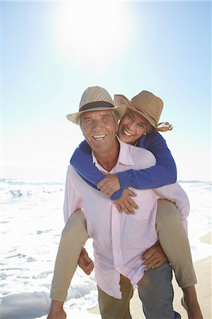 Man piggy-backing woman on beach Stock Photo - Premium Royalty-Free, Code: 649-07520163