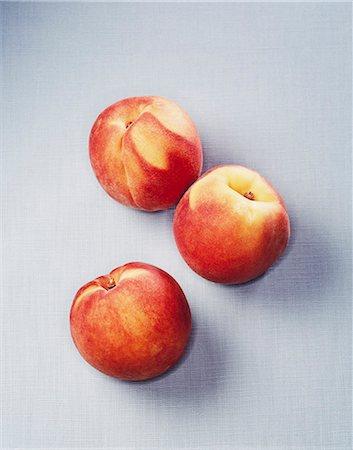 sweet   no people - Still life of three peaches Stock Photo - Premium Royalty-Free, Code: 649-07520286