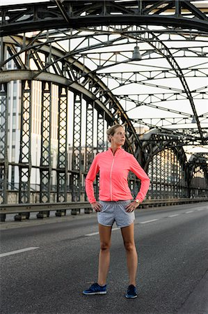sports - Young female runner exercising on bridge Stock Photo - Premium Royalty-Free, Code: 649-07520920