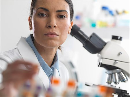 Female scientist about to view a blood sample under a microscope Stock Photo - Premium Royalty-Free, Code: 649-07560493