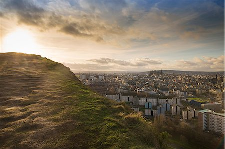 View of the City of Edinburgh from Salisbury Crags Fotografie stock - Premium Royalty-Free, Codice: 649-07560509