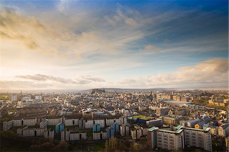 View of the City of Edinburgh from Salisbury Crags Fotografie stock - Premium Royalty-Free, Codice: 649-07560510