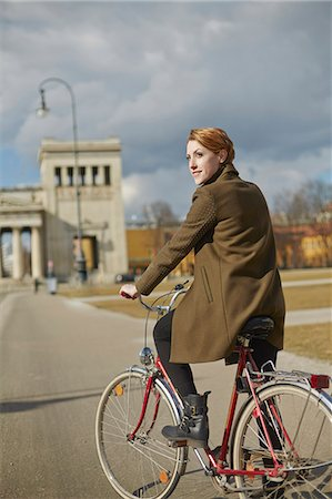 Woman cycling, monument in background, Munich, Germany Stock Photo - Premium Royalty-Free, Code: 649-07585181
