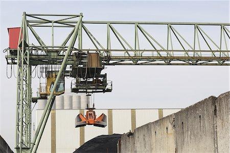Crane bridge and grab in port Stock Photo - Premium Royalty-Free, Code: 649-07585199