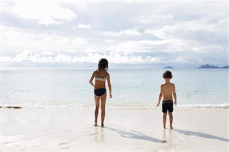 Brother and sister looking out to sea Stock Photo - Premium Royalty-Free, Code: 649-07585544