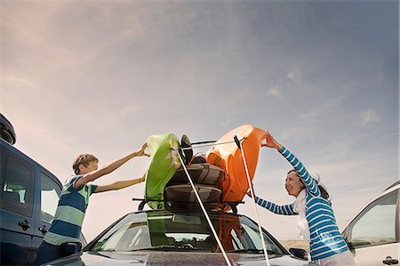 Mother and son stacking kayaks on top of car Stock Photo - Premium Royalty-Free, Code: 649-07585670