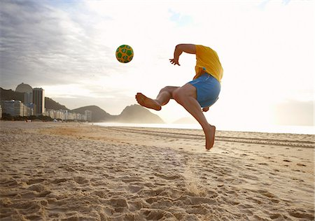 practise - Mid adult man playing soccer on Copacabana beach, Rio De Janeiro, Brazil Stock Photo - Premium Royalty-Free, Code: 649-07585737