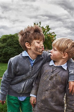 Brothers with muddy faces, arm around Stock Photo - Premium Royalty-Free, Code: 649-07596303