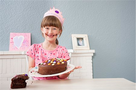 sweets - Girl showing off her birthday cake Stock Photo - Premium Royalty-Free, Code: 649-07596608