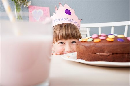 sweets - Girl hiding behind cake Stock Photo - Premium Royalty-Free, Code: 649-07596602