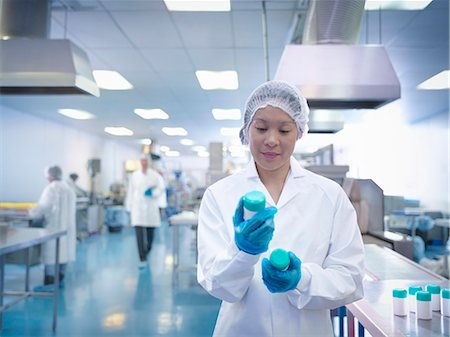 Worker inspecting packaging in pharmaceutical factory Stock Photo - Premium Royalty-Free, Code: 649-07596686