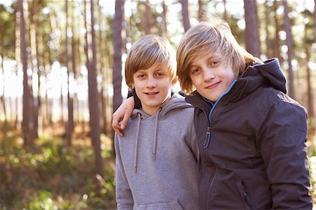 Portrait of twin brothers in forest Stock Photo - Premium Royalty-Free, Code: 649-07596718