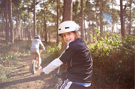 Twin brothers on BMX bikes in forest Stock Photo - Premium Royalty-Free, Code: 649-07596731