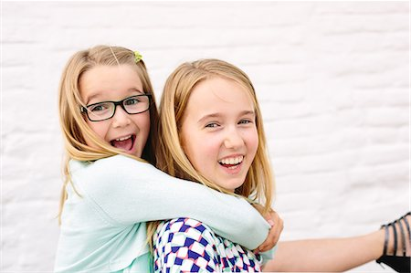 Two sisters playing piggyback Stock Photo - Premium Royalty-Free, Code: 649-07648447