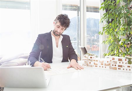 designs - Architect working in office Stock Photo - Premium Royalty-Free, Code: 649-07648567