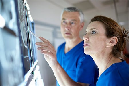 Radiologists looking at brain scans Stock Photo - Premium Royalty-Free, Code: 649-07709950