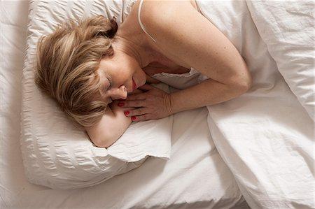 Woman sleeping on side Stock Photo - Premium Royalty-Free, Code: 649-07736360