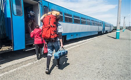 Rear view of young hikers with backpacks boarding a train Stock Photo - Premium Royalty-Free, Code: 649-07736641