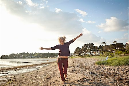 Mature woman enjoying beach Stock Photo - Premium Royalty-Free, Code: 649-07760820