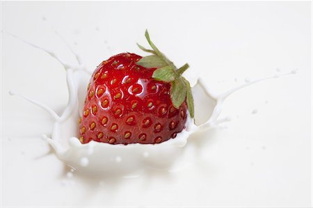 splash - Fresh strawberry splashing onto milk surface Stock Photo - Premium Royalty-Free, Code: 649-07761096