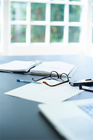 selective focus computer no people - Laptop, eyeglasses and diary on dining room table Stock Photo - Premium Royalty-Free, Code: 649-07804307
