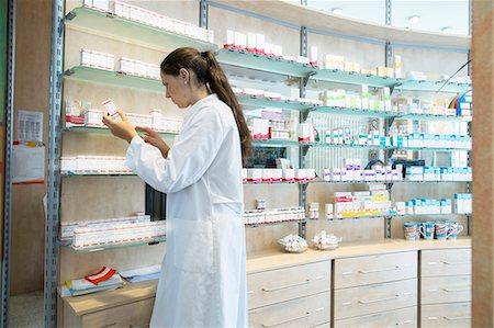 selecting - Pharmacist in pharmacy looking at medicine box Stock Photo - Premium Royalty-Free, Code: 649-07804632