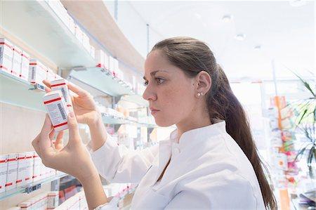 entry field - Pharmacist in pharmacy reading medicine box Stock Photo - Premium Royalty-Free, Code: 649-07804645