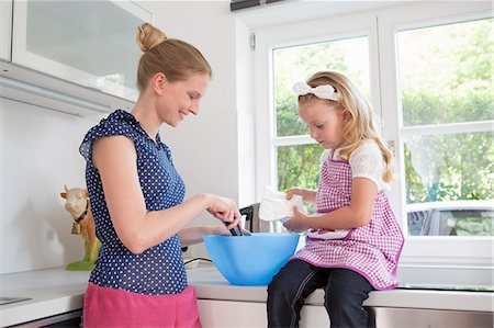 Mother and daughter baking Stock Photo - Premium Royalty-Free, Code: 649-07805045
