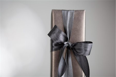 rectangle - Gift-wrapped box Stock Photo - Premium Royalty-Free, Code: 649-08060142