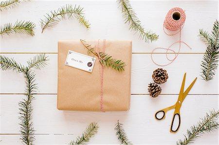 Christmas gift, thread, scissors, pine cone, pine needles Stock Photo - Premium Royalty-Free, Code: 649-08084785