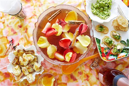 delicious - Still life of punch cocktail bowl with party snacks Stock Photo - Premium Royalty-Free, Code: 649-08085306