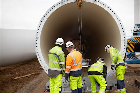 Engineers working on wind turbine Photographie de stock - Premium Libres de Droits, Code: 649-08085536