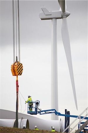 Engineer working on wind turbine Stock Photo - Premium Royalty-Free, Code: 649-08085573